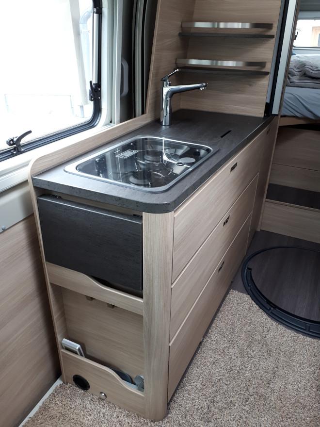 Küchenblock mit Gasherd und Waschbecken - Knaus Boxstar 630 Freeway
